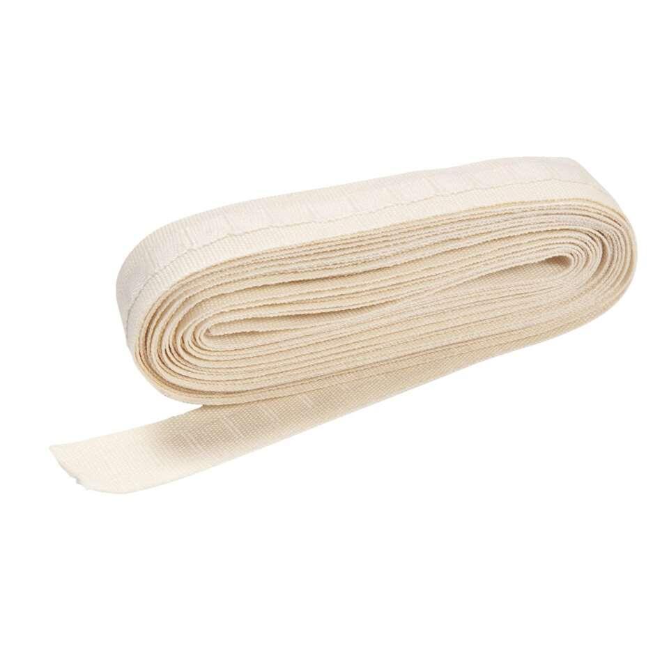 Cremekleurige geweven plooiband, accessoire om zelf gordijnen op maat te maken.
