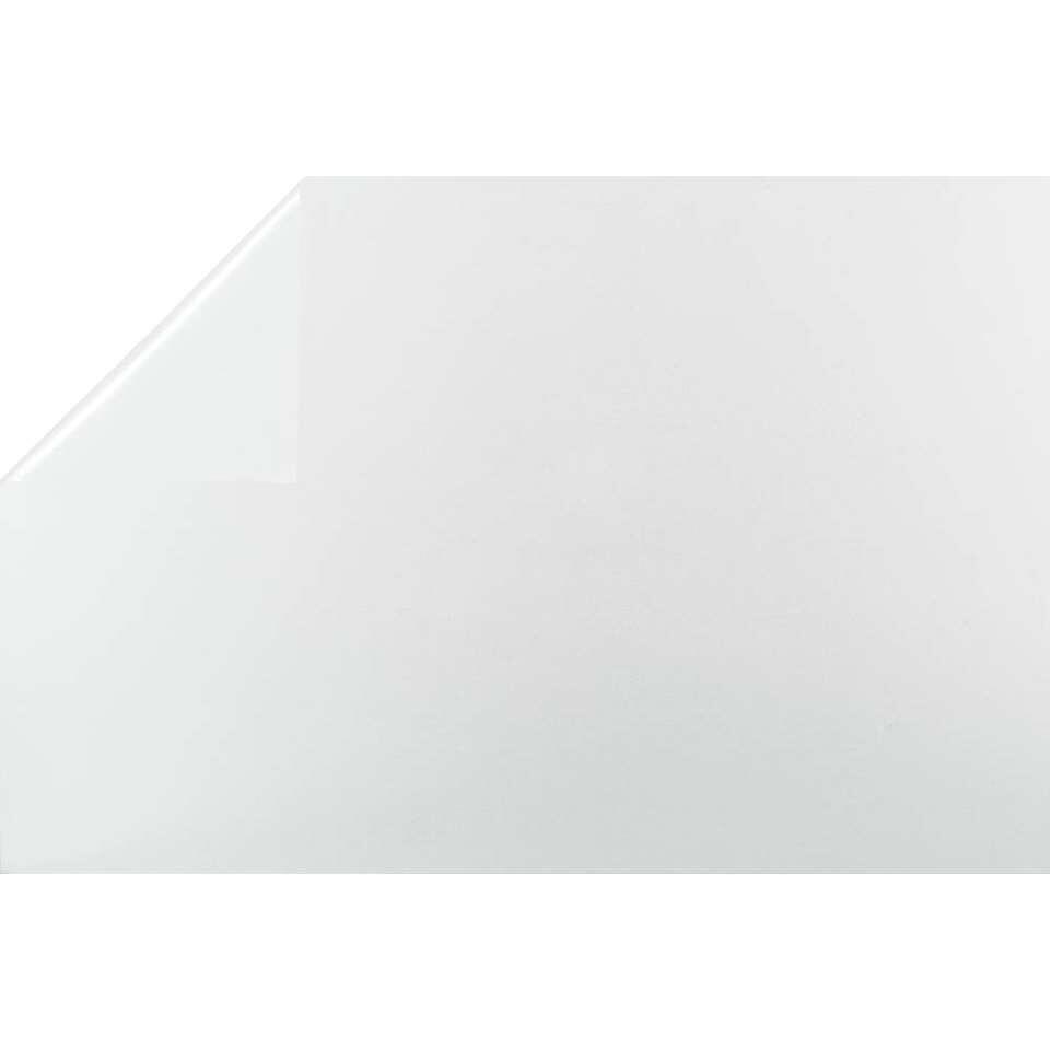 Bestfix raamfolie Sand creëert een fijne privé sfeer in huis. Het is eenvoudig op het raam aan te brengen.