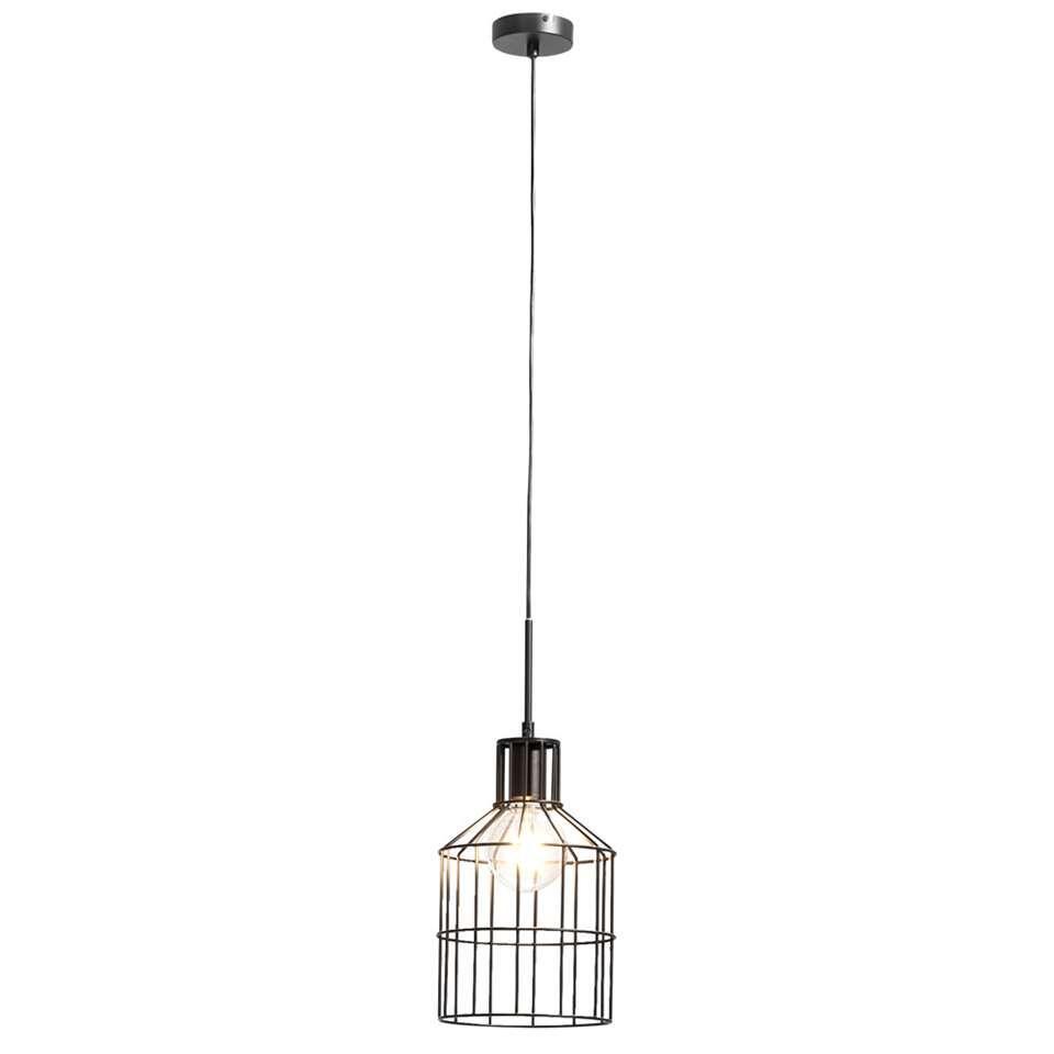 Met hanglamp Mats creëer je een stoere sfeer in huis. De zwarte lamp is gemaakt van metaal en heeft een diameter van 20 cm. Mats is een leuke en trendy hanglamp met een stoere look.