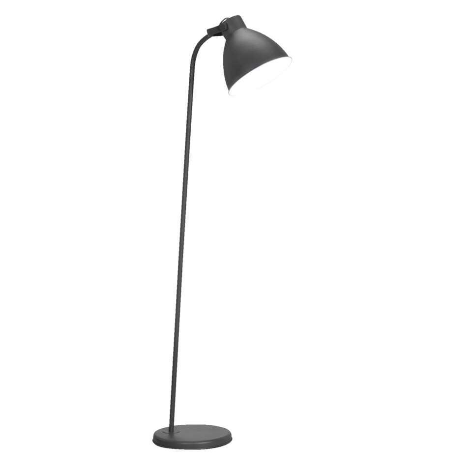 Vloerlamp John is een grijze staande lamp met een industriële look. De lamp is gemaakt van metaal en is 175 cm hoog. Zet deze lamp bijvoorbeeld naast de bank je creëert de sfeer die jij wenst.
