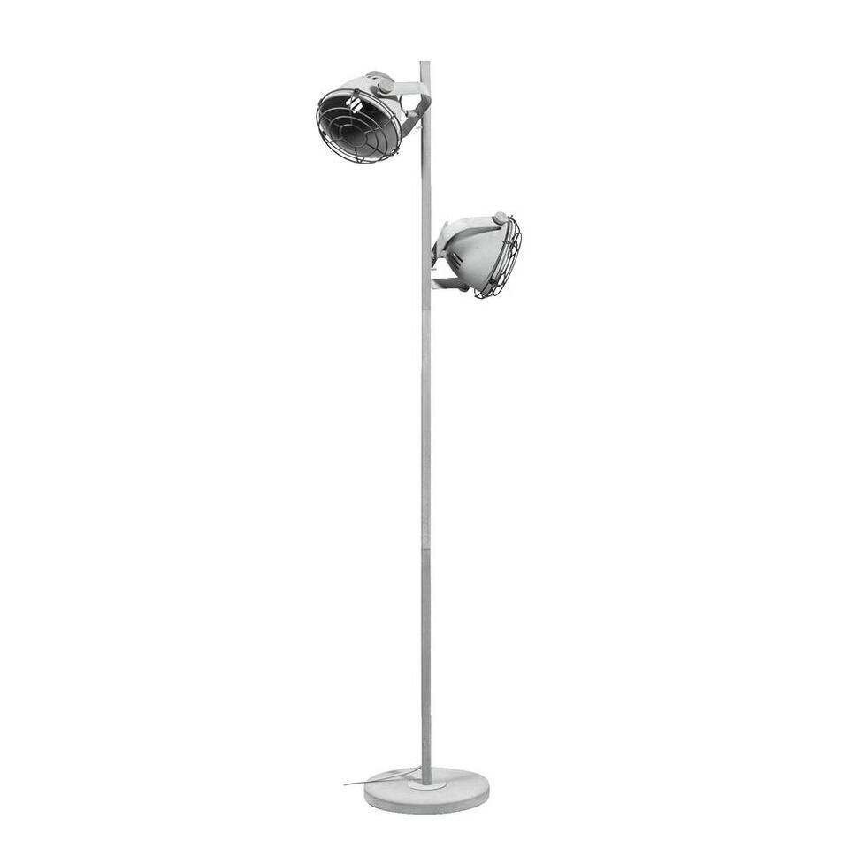 Vloerlamp Boyd is een trendy lamp met een industriële look. Deze stoere lamp is gemaakt van metaal en heeft een stoere cementkleur. De hoogte van de staande lamp is 150 cm.
