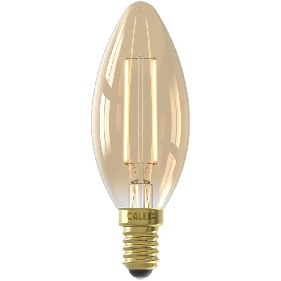 Calex LED volglas filament kaarslamp E14 is een lamp in kaars model. Deze lamp heeft een kleine fitting (E14). De levensduur van deze lamp is 25000 uur.