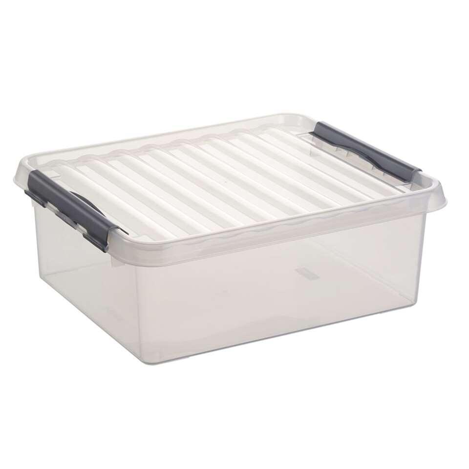 Q-line box 25 liter is transparant en heeft een totale afmeting van 50x40x18 cm. Deze ruime opbergdoos biedt voldoende ruimte voor het vocht- en stofvrij opbergen van diverse spullen.