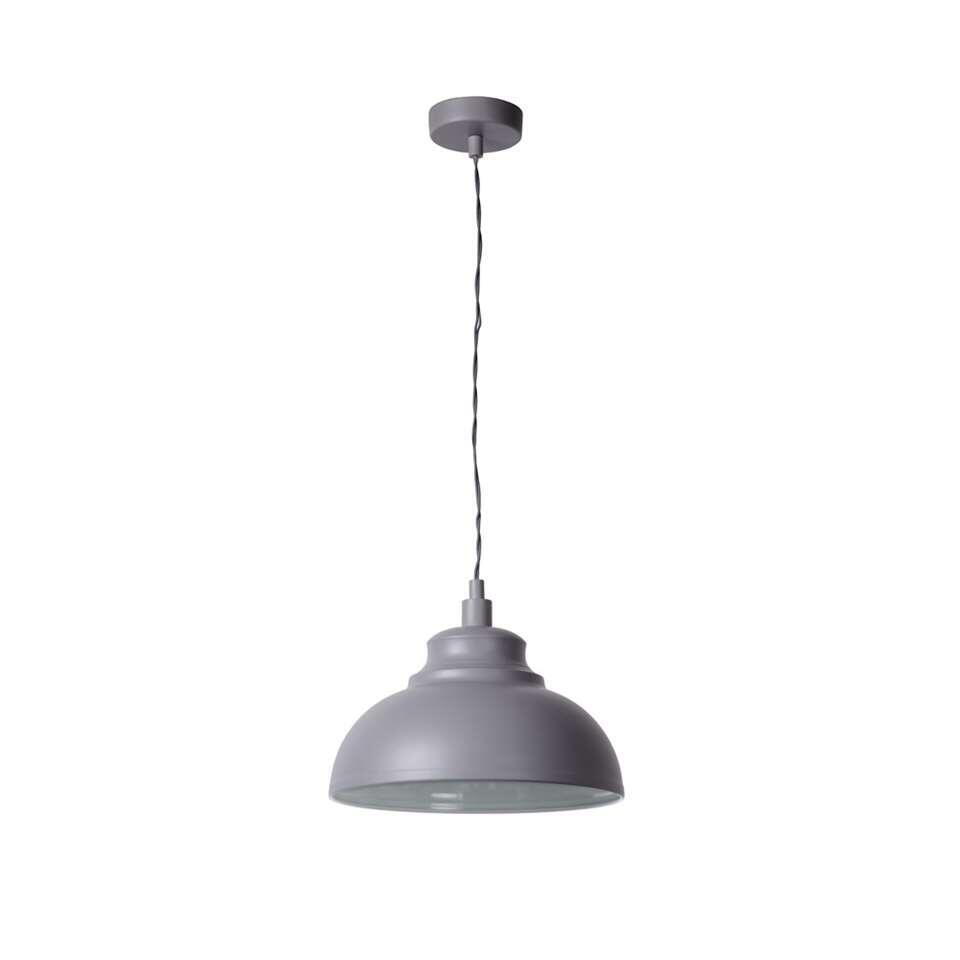 De Isla hanglamp staat ontzettend mooi boven de eettafel. Je kan er een in het midden plaatsen, maar echte liefhebbers hangen twee pendellampen naast elkaar.