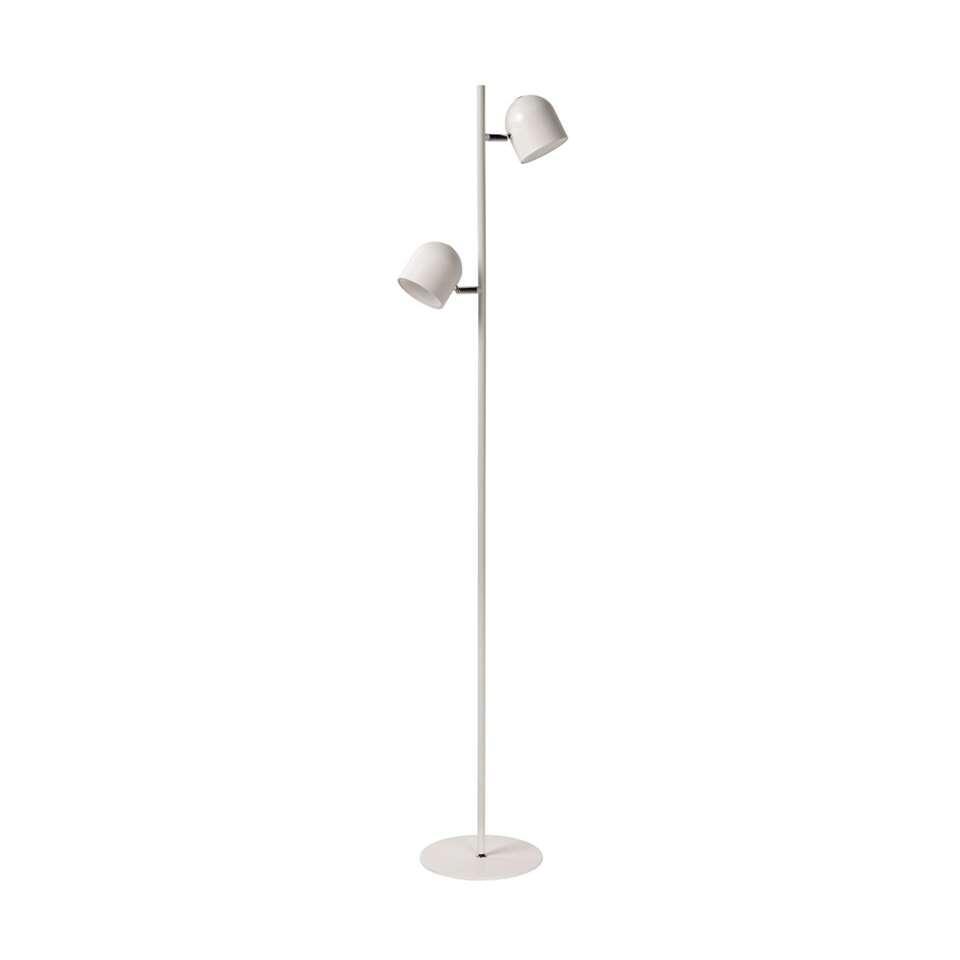 Deze subtiele vloerlamp Skanska is heerlijk sierlijk dankzij zijn pure vorm. Fijn, maar stevig. Verrassend, maar functioneel.