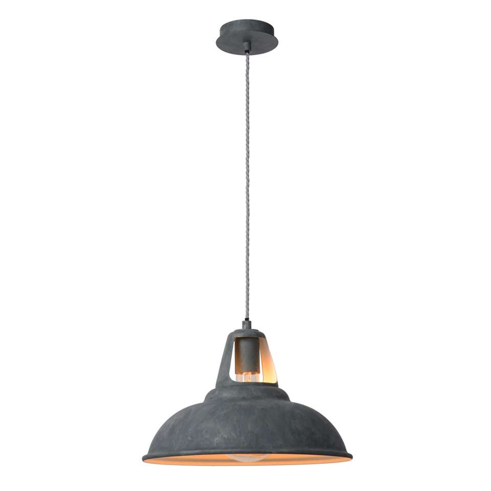 Hoewel de lampenkamp van hanglamp Markit een herkenbare vorm heeft, zorgen de details voor een heel trendy uitstraling.