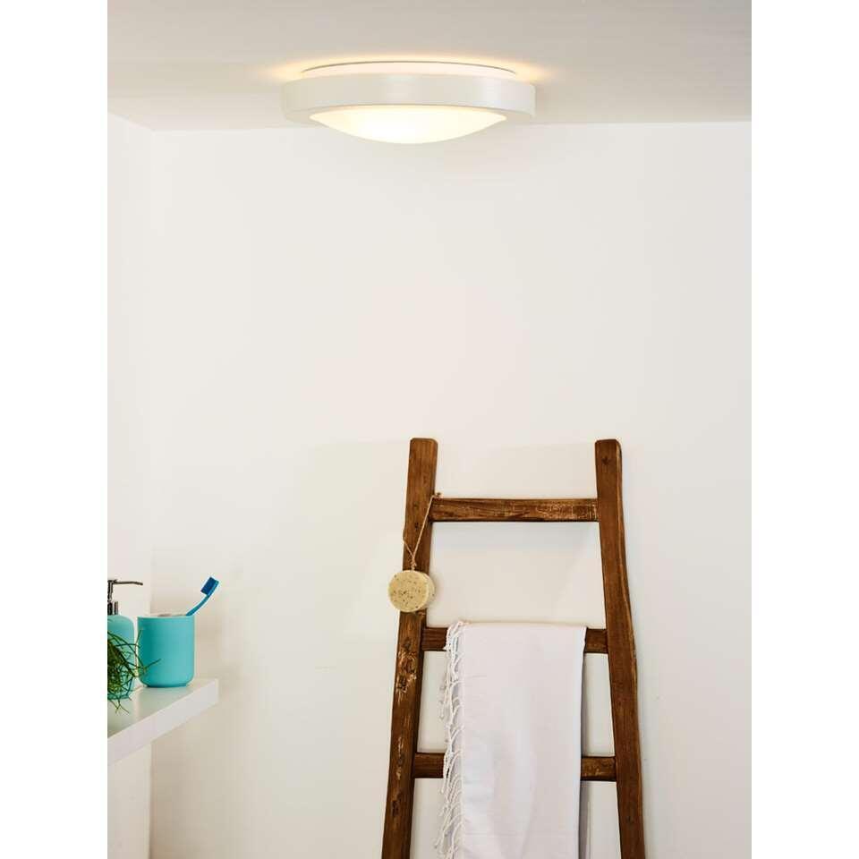 Badkamerlamp Fresh is fris van design en integreert met een dikte van 9 cm perfect op ieder plafond in de badkamer. De lampen uit deze serie zijn dimbaar en hebben een vermogen van 60 Watt.