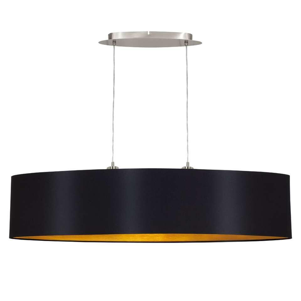 Hanglamp Maserlo in brede ovale vorm voor grote eettafels en door de gouden binnenkant geeft hij extra warm licht.