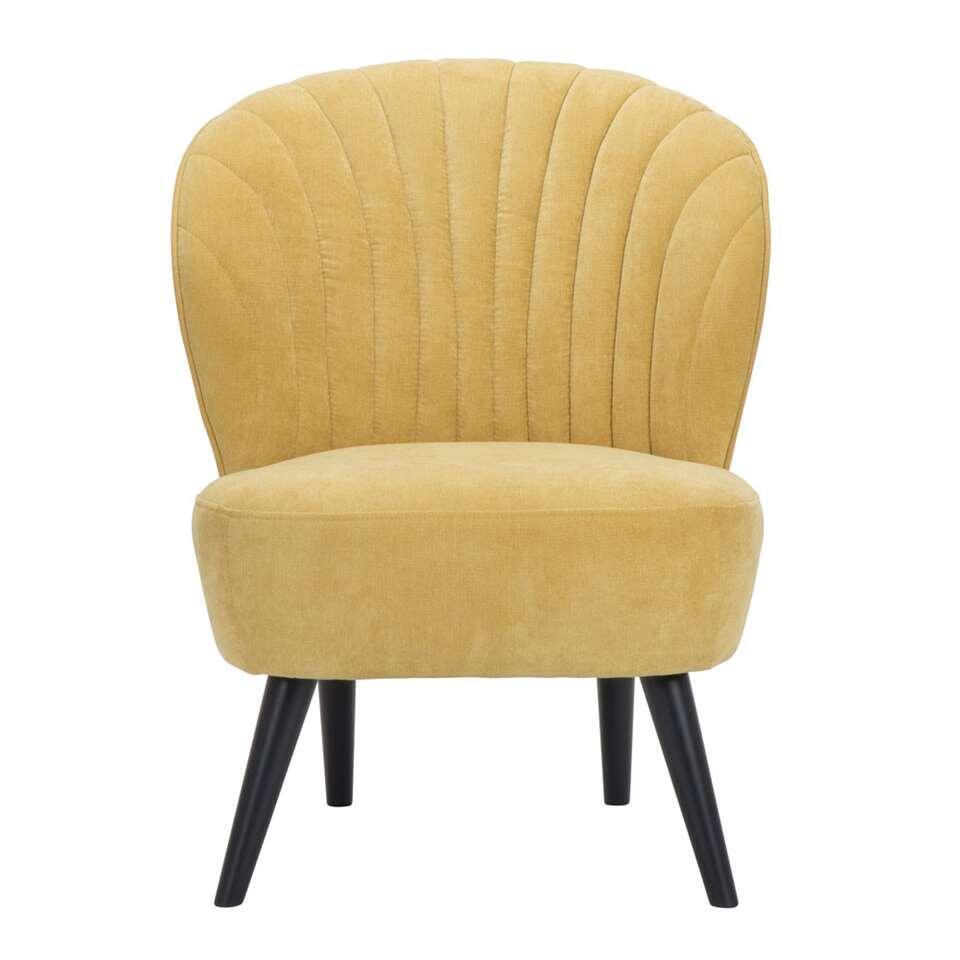De Ventura is een mooi vormgegeven fauteuil in een opvallende fijne, gele Orinoco stof. De zwarte poot zorgt voor een hippe uitstraling die bij ieder interieur past!