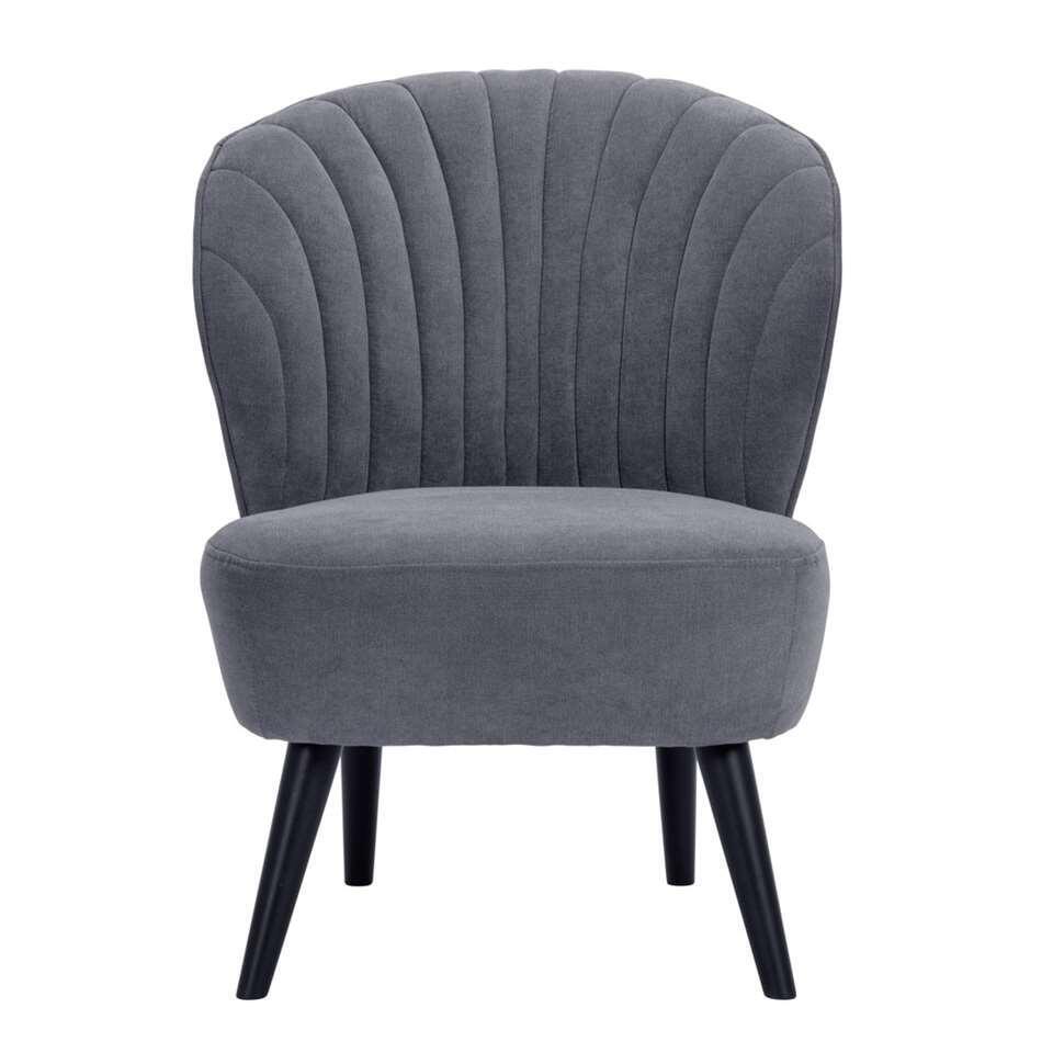 De Ventura fauteuil in de stofsoort Orinoco grijs is makkelijk te combineren met je bestaande interieur. Deze mooie vormgegeven fauteuil heeft een onderstel met schuin opstaande zwarte poten. Origineel en hip!