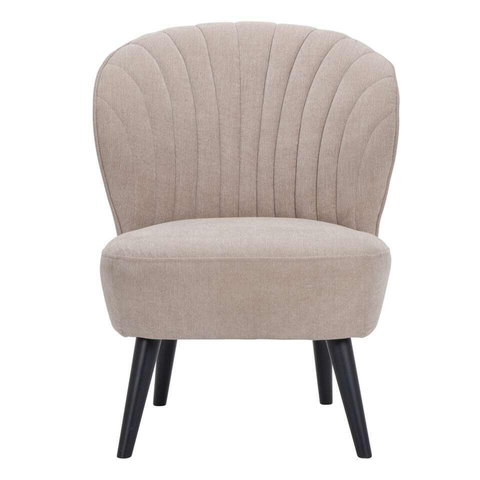 Fauteuil Ventura is een mooie vormgegeven fauteuil uitgevoerd in een fijne, beige Orinoco stof met zwarte poot. De zwarte poot zorgt voor een hippe uitstraling die bij ieder interieur past!