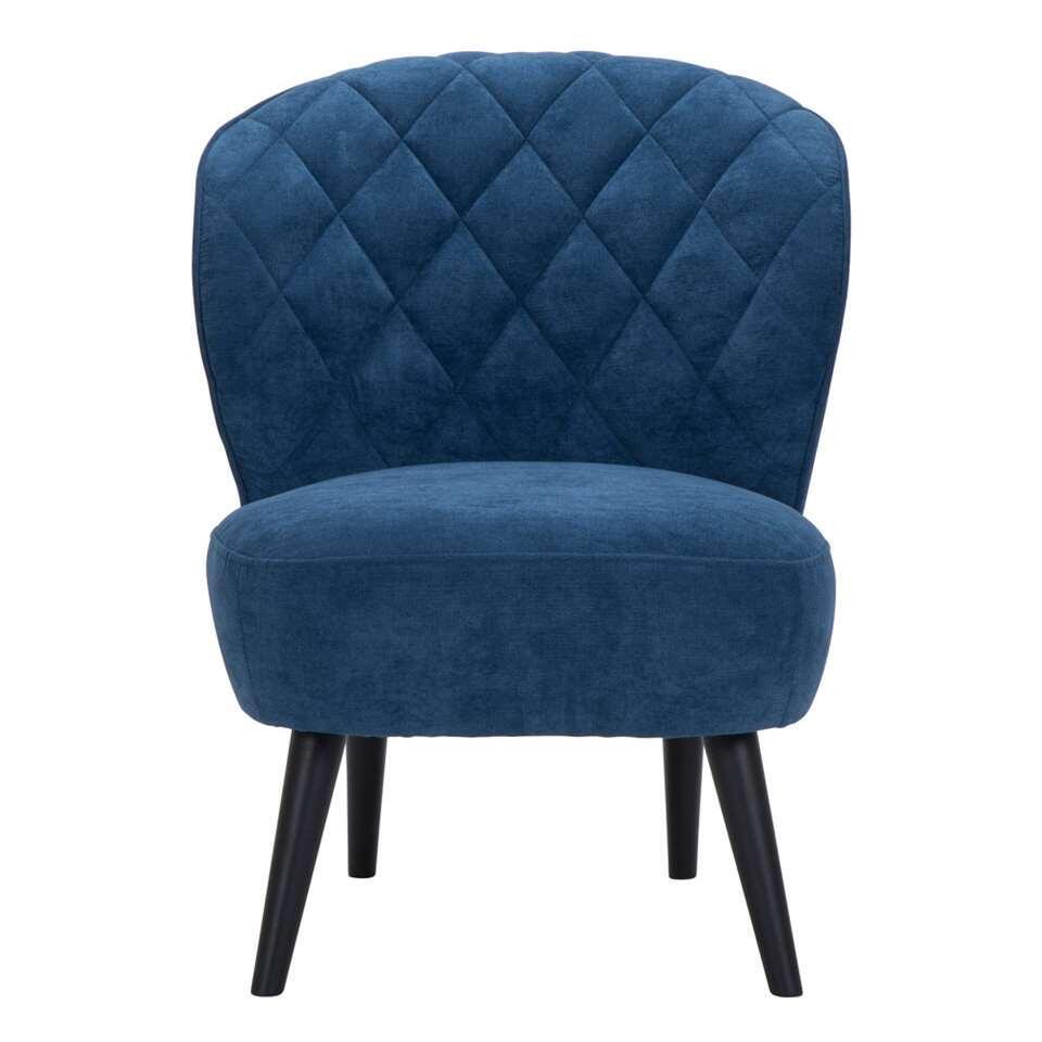 De Vita is een retro look fauteuil die absoluut niet mag ontbreken in je inrichting! Deze mooie vormgegeven fauteuil is uitgevoerd in een fijne, donkerblauwe Orinoco stof met zwarte poot.
