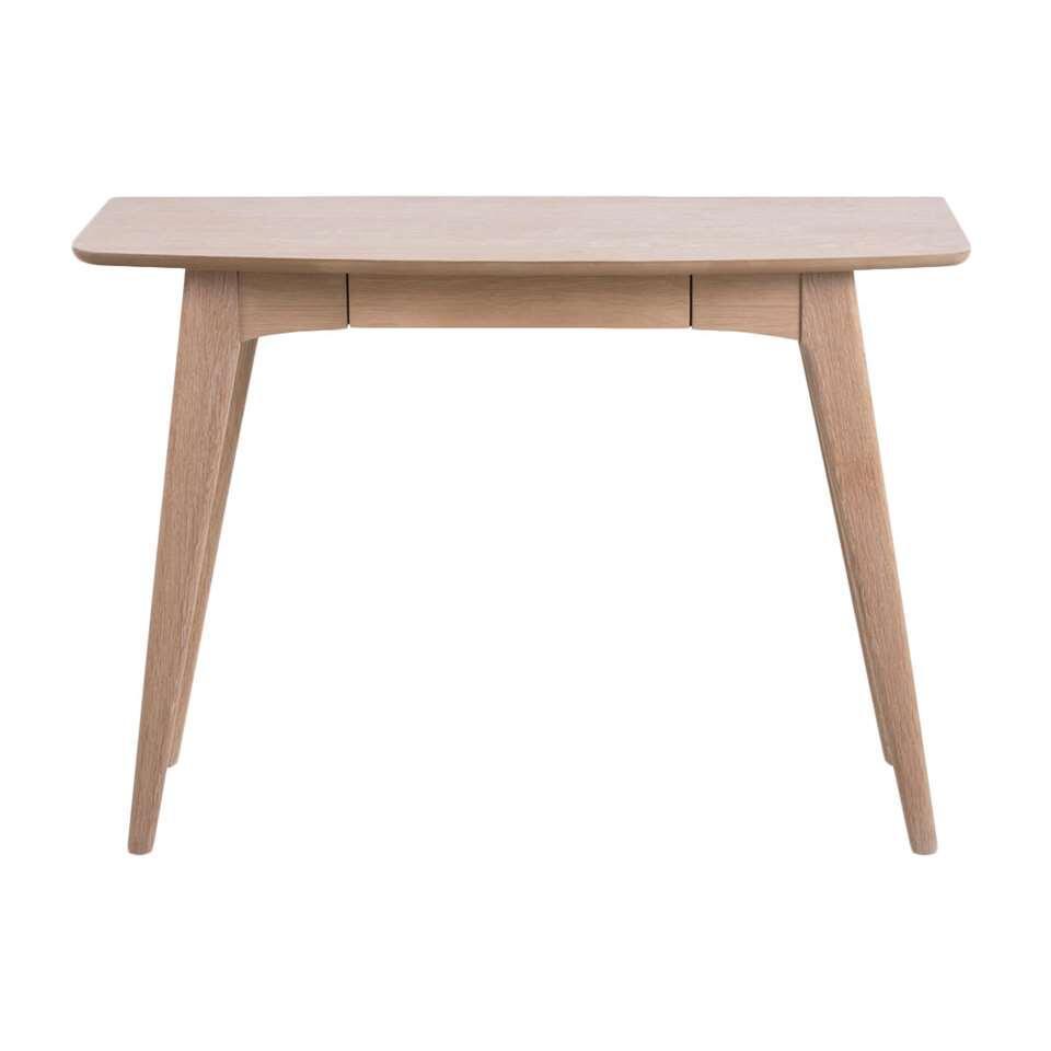 Bureau Maxial is een bureau met een moderne look. Dit bureau is gemaakt van hout en straalt eenvoud uit. Creëer met dit bureau een fijn plekje voor jezelf om aan te werken of studeren. Het bureau heeft een eikenkleur.