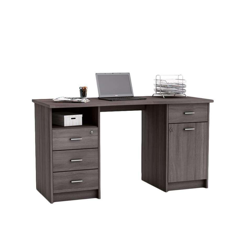 Bureau Monaco in een donkere eikenkleur is een ruim bureau, met aan de linkerkant 3 lades en een open vak, en aan de rechterkant een deur en een lade.