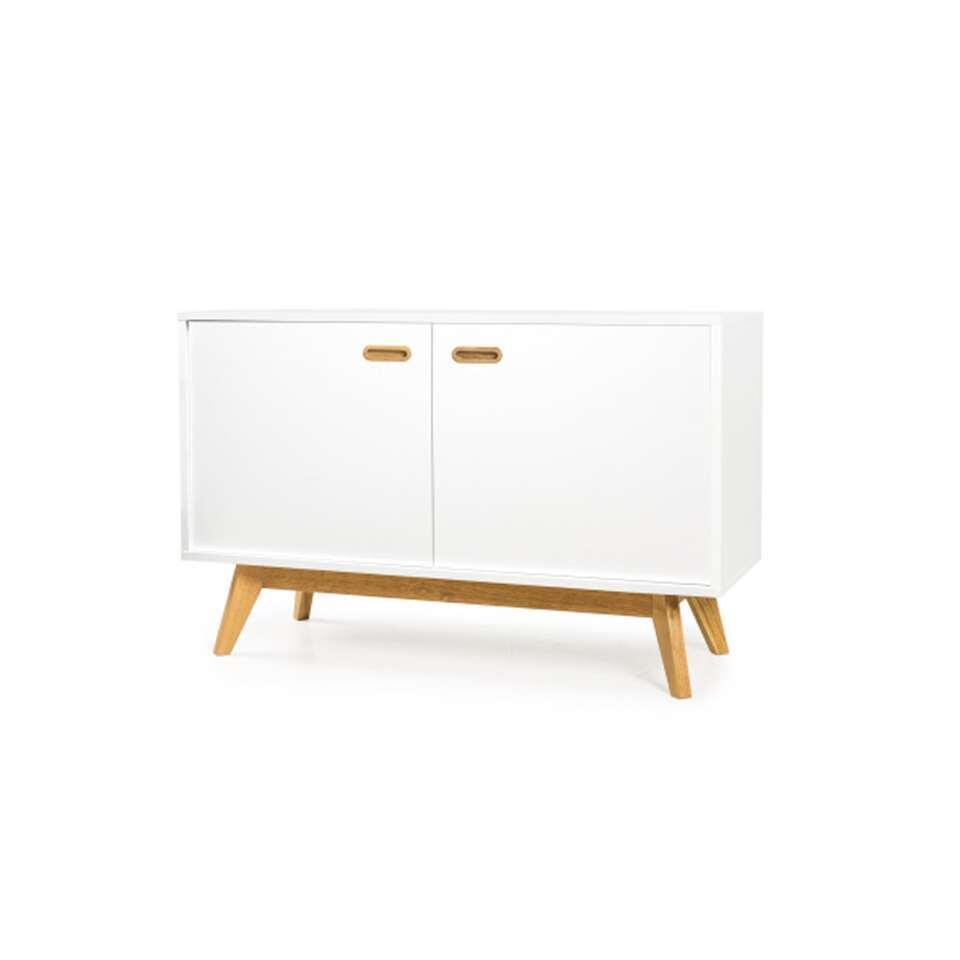 Dressoir Bess is een modern Zweeds ontwerp, met een knipoog naar het klassieke uiterlijk van de jaren '50.