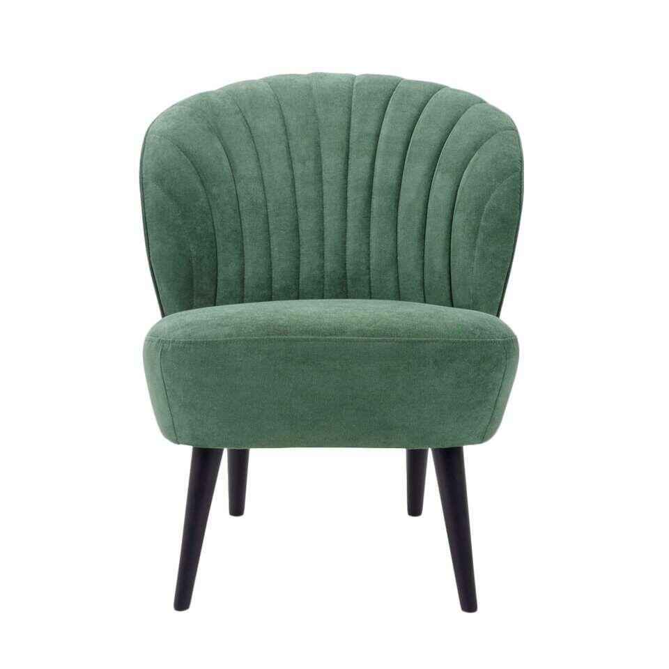 Fauteuil Ventura wordt gekenmerkt door een klassieke retro look. Deze fauteuil is uitgevoerd in een fijne donkergroene Orinoco stof. De stijlvolle zwarte poten maken de stoel helemaal af! Dit hippe en trendy stoeltje zit lekker.