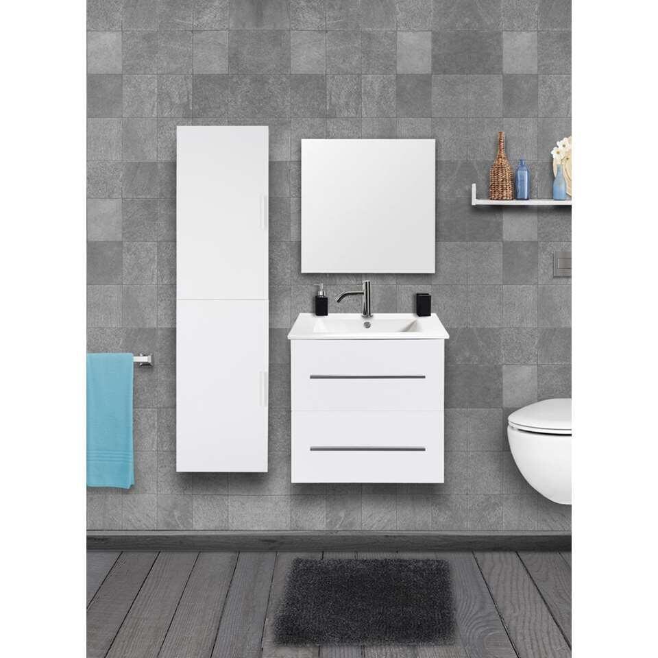 Met de kolomkast Shout creëert u extra opbergruimte in de badkamer.