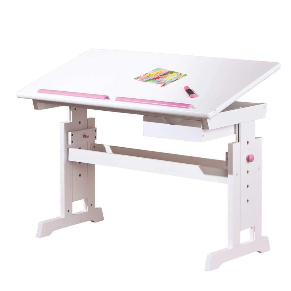 Schoolbureau Baru is een perfecte weergave van de klassieke tekentafel. Het bureau is gemaakt van de combinatie MDF/ massief hout en volledig wit gelakt.