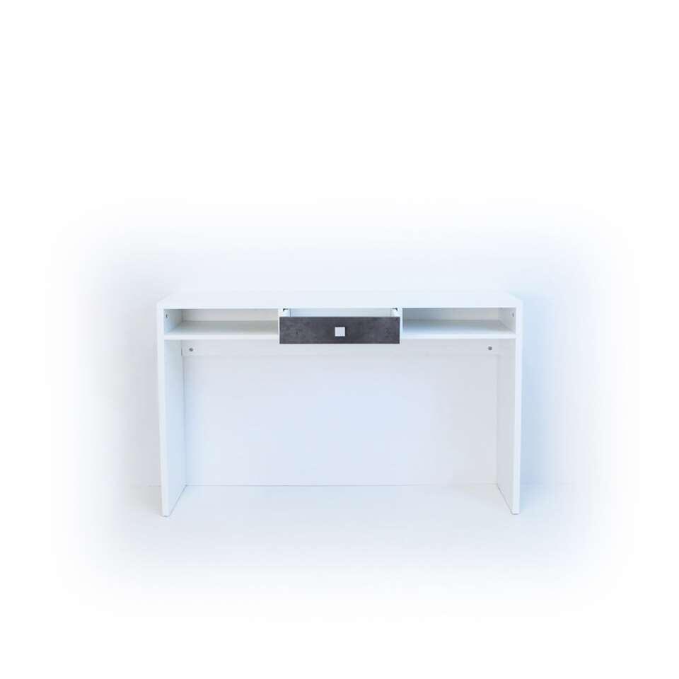Wandtafel Helsoya kent strakke lijnen en een puur design. Deze witte wandtafel heeft 2 open opbergvakken en 1 lade in betongrijs. De wandtafel is gemaakt van spaanplaat in wit/betongrijs