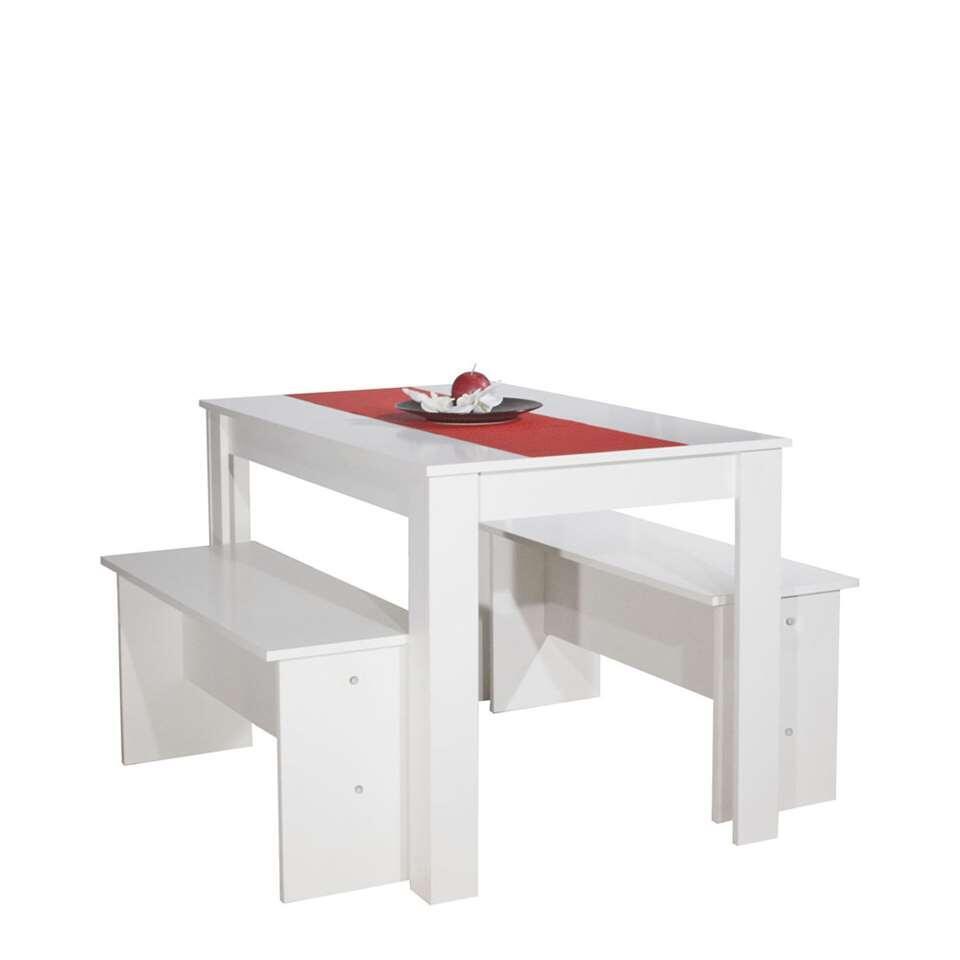 Eetkamertafel Batsto is een moderne eetkamertafel met zitbankjes voor max. 6 personen. De bankjes zijn gemakkelijk onder de tafel op te bergen.