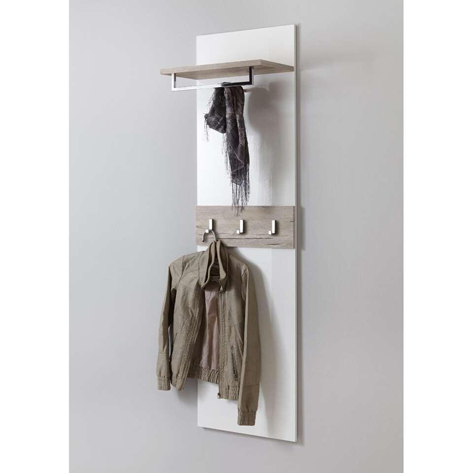 Moderne wandgarderobe met kledingbeugel en haakjes voor bijvoorbeeld kinderjasjes en een handig plankje om spullen op te leggen. Deze wandgarderobe heeft een stoeren zandkleur gecombineerd met hoogglans wit.