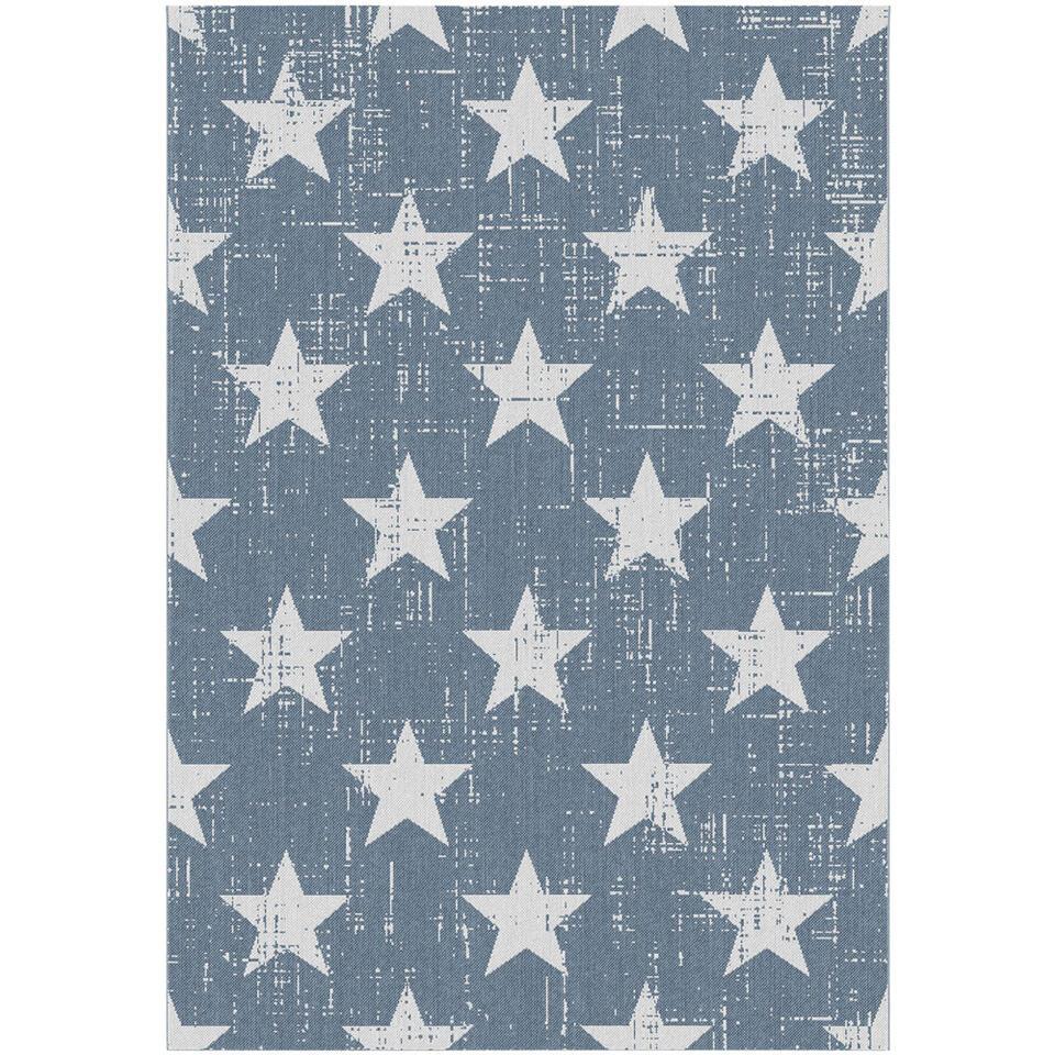 Vloerkleed Maleo is een vlakgeweven afwasbaar vloerkleed dat zowel binnen als buiten gelegd kan worden. Het kleed heeft een prachtig blauw sterren dessin, ideaal voor een kinderkamer. Het kleed heeft een afmeting van 120x170 cm.