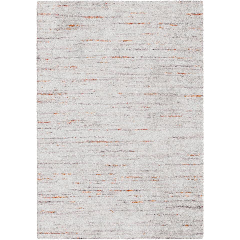 Vloerkleed Pomonte heeft een modern streepdessin waarin neutrale grijstinten afgewisseld worden met subtiele kleuraccenten. Het kleed is geïnspireerd op de rijke sherpa cultuur en heeft een afmeting van 120x170 cm.