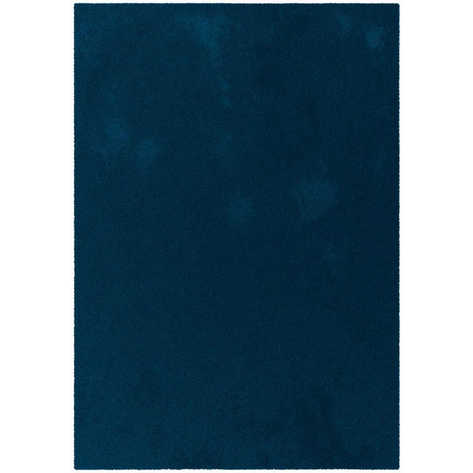 Vloerkleed Moretta in blauwe uitvoering is innovatief en ultra comfortabel. Geschikt voor was- en droogmachines. Het kleed heeft een afmeting van 120x170 cm.