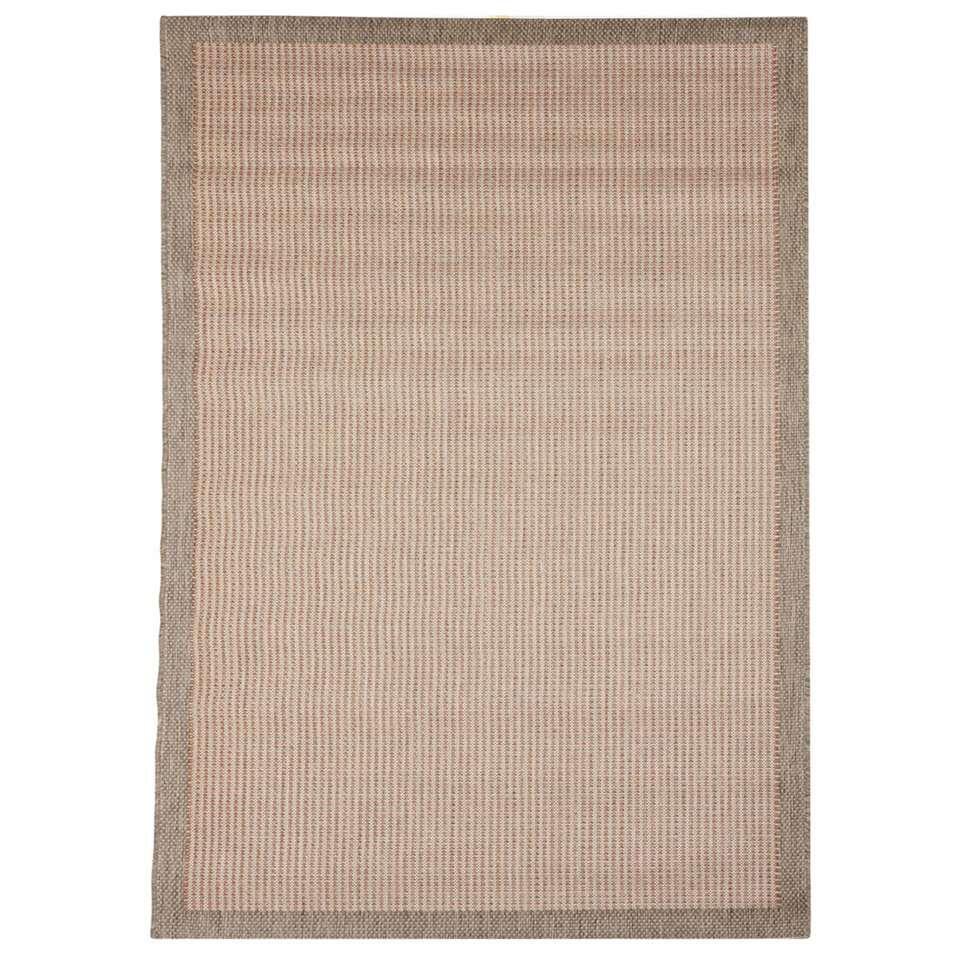 Floorita vloerkleed Chrome is een zeer sterk vloerkleed voor zowel binnen als buiten in de kleur terra met een afmeting van 160x230 cm.