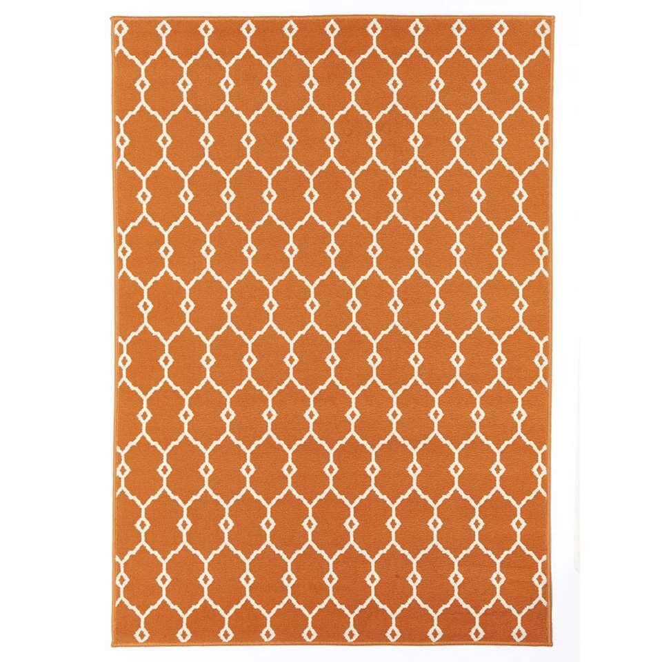 Floorita vloerkleed Trellis is een zeer sterk vloerkleed voor zowel binnen als buiten in de kleur oranje met een afmeting van 133x190 cm.