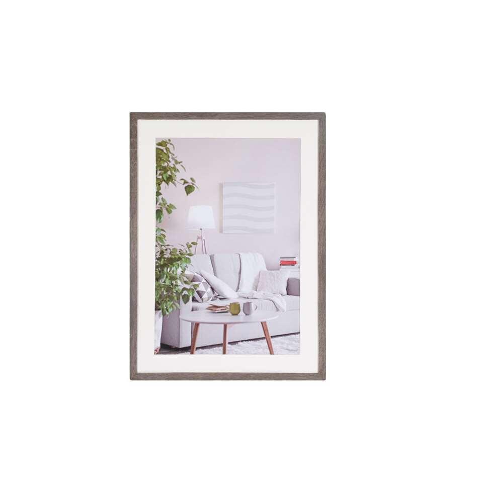 Fotolijst Modern 50 x 70 cm in de kleur donker grijs van het merk Henzo is een eigentijdse fotolijst voor ieder interieur. Strak vormgegeven in verschillende actuele kleuren verkrijgbaar.