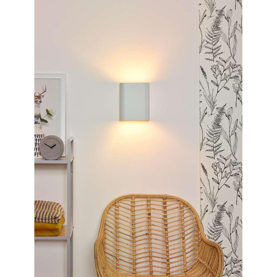 Wandlamp Lucide Ovalis is een schitterend afgewerkt aluminium armatuur. Deze, veel door architecten toegepaste wandlamp, komt het best tot zijn recht op een mooie stuc wand of een stoere grof gemetselde muur.