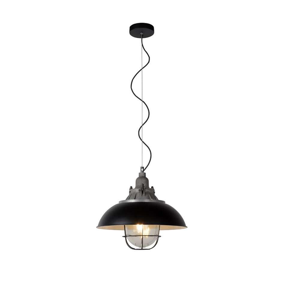 Gringo is een metalen zwarte pendellamp met een doorsnede van 40 centimeter. Dit modern design past perfect in een strak interieur.
