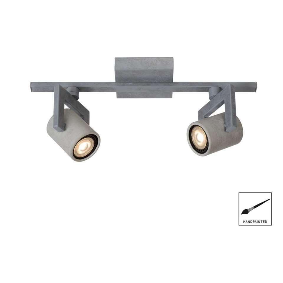 Deze Conni-LED-spot van Lucide verbindt organische ronde en strakke rechte vormen met elkaar. Het beste van twee werelden. De vervangbare led-spots en hun GU10-fitting zitten verborgen in een kokervormig, betonnen omhulsel.