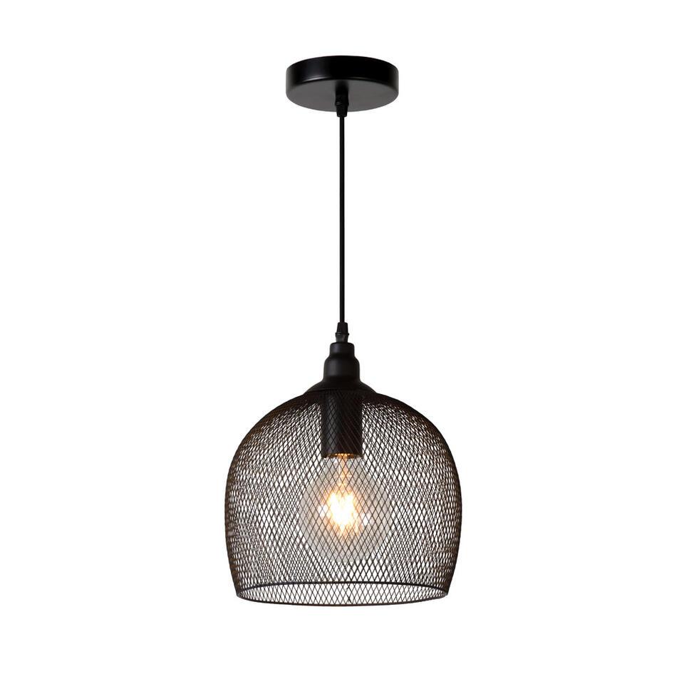 Het unieke design van Mesh is opvallend. De metalen armatuur zet de verlegen lichtbron in de schaduw. Maar wanneer de lamp aan is, is er van die bescheidenheid geen sprake meer.