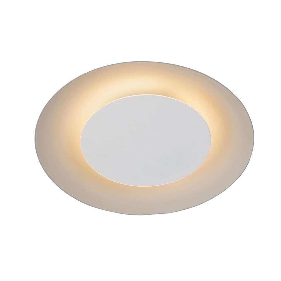 Een stijlvolle lamp voor aan je plafond. Dat is Foskal. De ovaalvormige structuur zorgt voor een grote lichtverspreiding in de woonkamer.